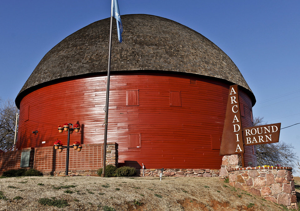 Photo - The Round Barn in Arcadia, which will celebrate the 20th anniversary of its restoration on Saturday.  CHRIS LANDSBERGER - The Oklahoman