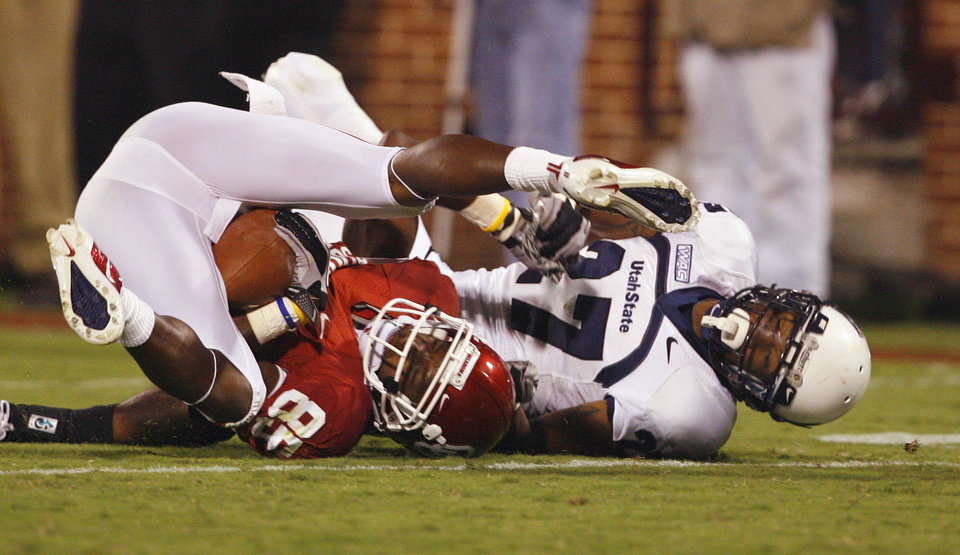Photo - Ryan Broyles (85) is tackled by Rajric Coleman (27) during the second half of the college football game between the University of Oklahoma Sooners (OU) and Utah State University Aggies (USU) at the Gaylord Family-Oklahoma Memorial Stadium on Saturday, Sept. 4, 2010, in Norman, Okla.   Photo by Steve Sisney, The Oklahoman