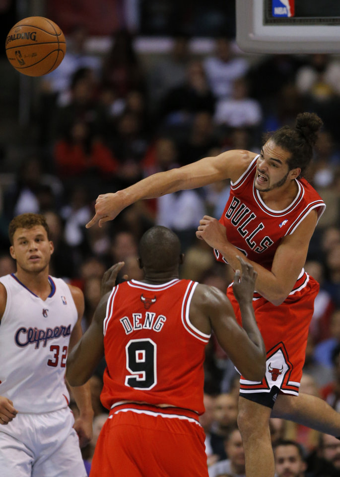Photo -   Chicago Bulls' Joakim Noah, right, passes the ball as teammate Luol Deng (9) looks on in the first half of an NBA basketball game against the Los Angeles Clippers in Los Angeles, Saturday, Nov. 17, 2012. (AP Photo/Jae C. Hong)