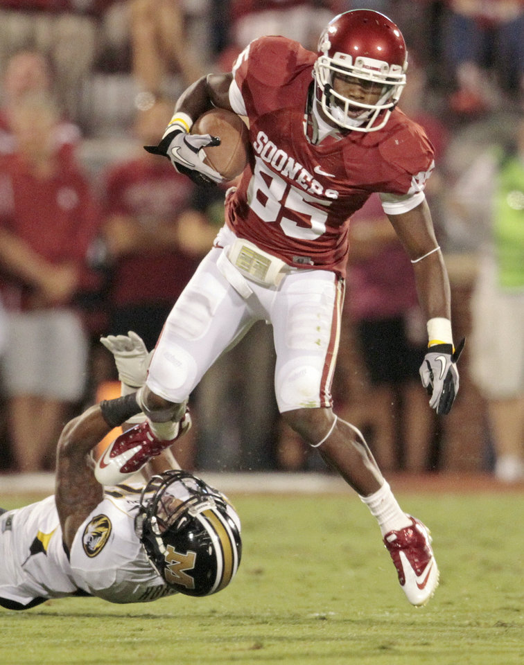 Photo - Oklahoma's Ryan Broyles (85) carries after a reception during the college football game between the University of Oklahoma Sooners (OU) and the University of Missouri Tigers (MU) at the Gaylord Family-Memorial Stadium on Saturday, Sept. 24, 2011, in Norman, Okla. Photo by Steve Sisney, The Oklahoman