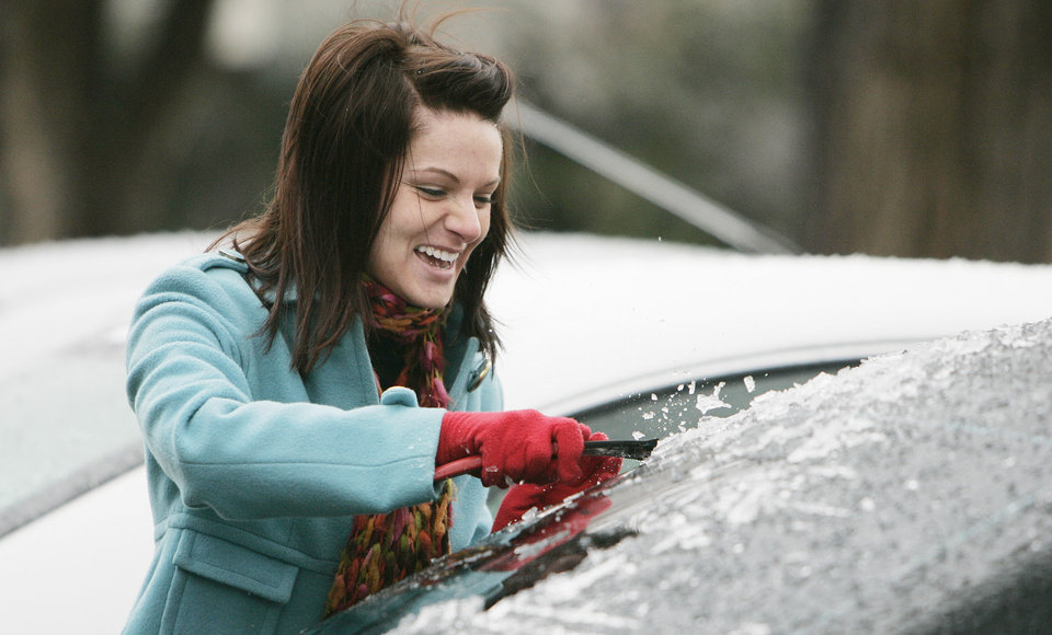Photo - WINTER / COLD / WEATHER / ICE STORM: Brennan Cook of Edmond, a freshman at OU, scrapes ice off her car Sunday, Dec. 9, 2007 outside the dorms in Norman, OK .BY JACONNA AGUIRRE/THE OKLAHOMAN. ORG XMIT: KOD