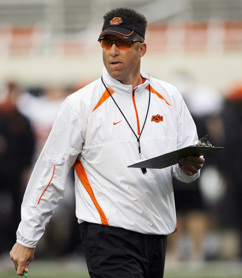 Photo - OSU head coach Mike Gundy watches the Oklahoma State Orange and White spring football game at Boone Pickens Stadium in Stillwater, Okla., Saturday, April 17, 2010. Photo by Nate Billings, The Oklahoman