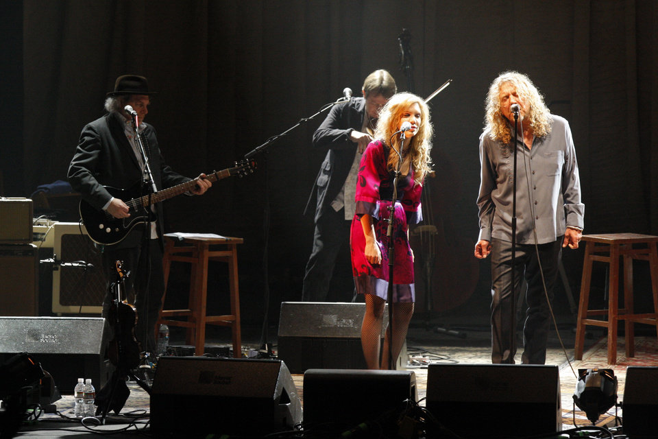 Photo - Robert Plant and Alison Krauss concert at the Zoo Amphitheater Friday, Sept 26, 2008 to benefit the victims of hurricane Ike. BY DOUG HOKE, THE OKLAHOMAN.