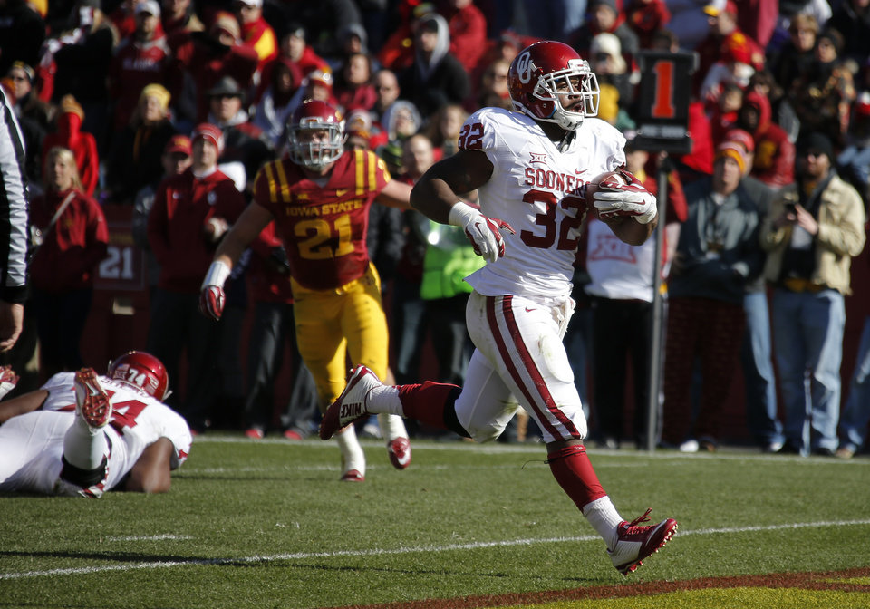 Photo - Oklahoma running back Samaje Perine (32) runs for a touchdown during a college football game between the University of Oklahoma Sooners (OU) and the Iowa State Cyclones (ISU) at Jack Trice Stadium in Ames, Iowa, Saturday, Nov. 1, 2014. Photo by Bryan Terry, The Oklahoman