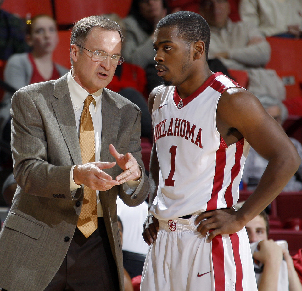 Photo - ORAL ROBERTS UNIVERSITY / OU / ORU: Oklahoma coach Lon Kruger talks with Oklahoma's Sam Grooms (1)  during an NCAA men's college basketball game between the University of Oklahoma Sooners (OU) and the Oral Roberts Golden Eagles at the Lloyd Noble Center on Thursday, Dec. 8, 2011, in Norman, Okla. Photo by Bryan Terry, The Oklahoman