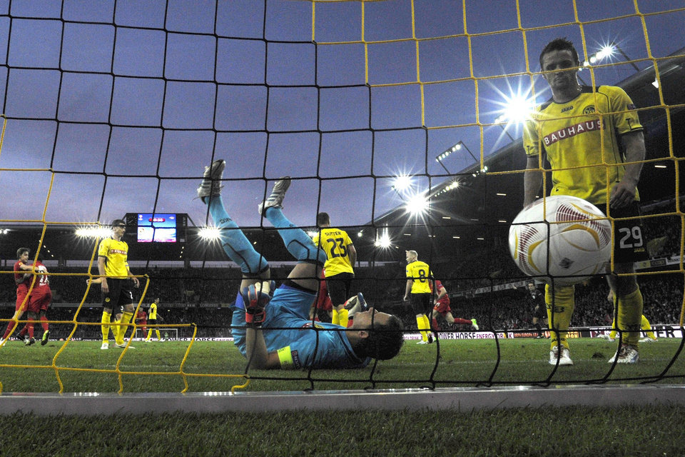 Photo -   Yopung Boys' goalie Marco Woelfli lies on his back after Liverpool's Andre Wisdom scored the 1-2 during the UEFA Europa League Group A soccer match between BSC Young Boys Bern and Liverpool FC at the Stade de Suisse in Bern, Switzerland, Thursday, September 20, 2012. (AP Photo/Peter Klaunzer/Keystone)