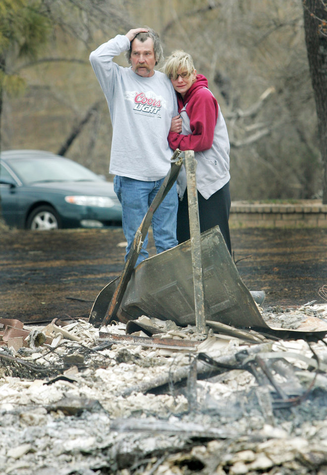 Photo - FIRES / WILDFIRES / HOUSE / DAMAGE/ AFTERMATH / RETURN / SCOTT KIMBROUGH: Scott and Pam Kimbrough look at the remains of their home at 600 N Henney Road after it was destroyed in a wildfire in Choctaw, Oklahoma April 10, 2009.  Photo by Steve Gooch, The Oklahoman ORG XMIT: KOD