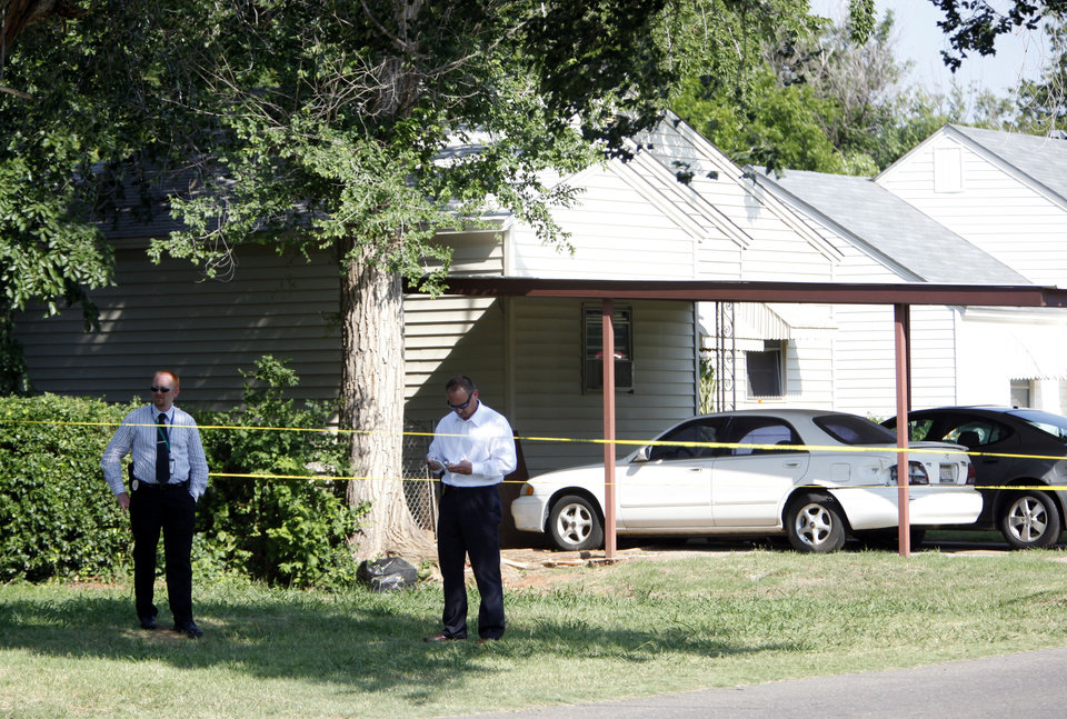 Photo - Police investigate a shooting  in a neighborhood near Midwest City High School, Friday, May 18, 2012. Photo by Sarah Phipps, The Oklahoman