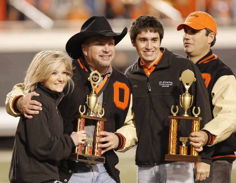 Photo - Garth Brooks and Robin Venrura take part in handing out awards fro homecoming at halftime at the college football game between Oklahoma State University (OSU) and the University of Missouri (MU) at Boone Pickens Stadium in Stillwater, Okla. Saturday, Oct. 17, 2009.  Photo by Doug Hoke, The Oklahoman