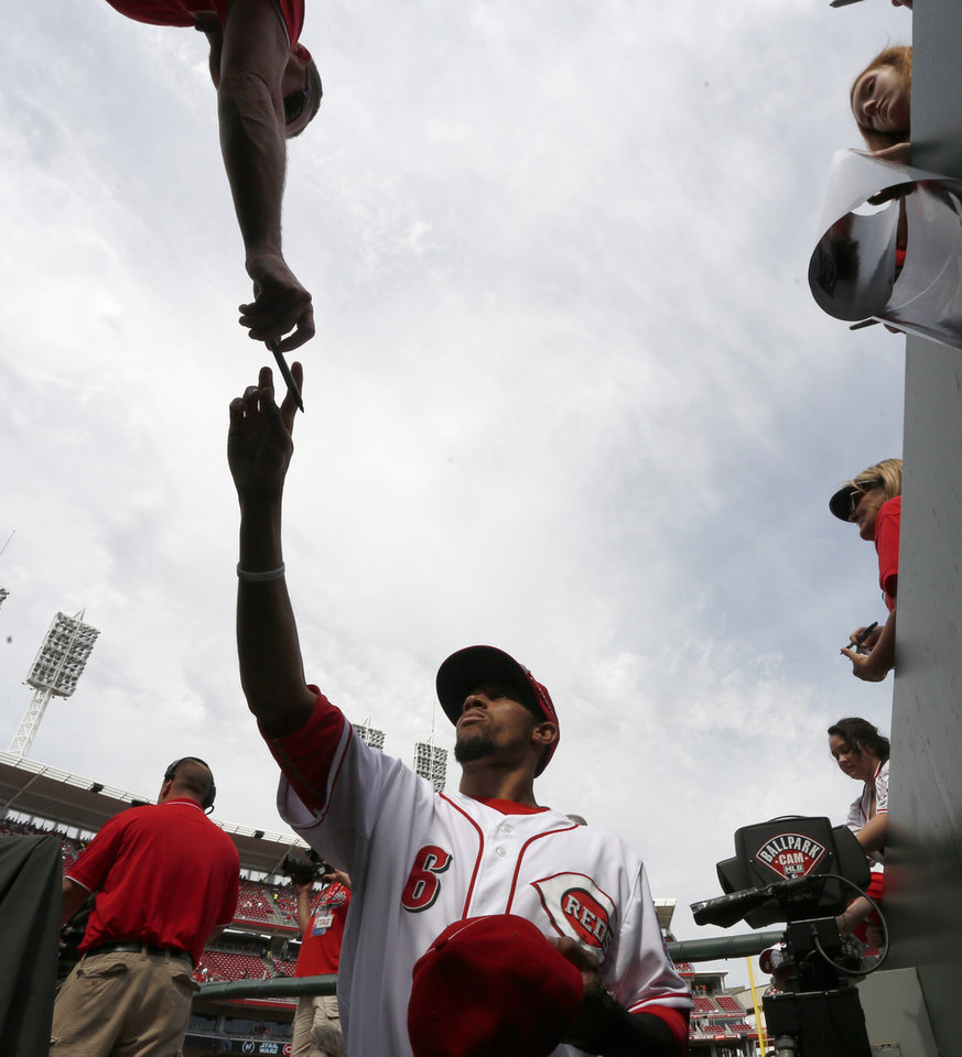 Photo - Cincinnati Reds center fielder Billy Hamilton signs autographs prior to a baseball game with the Milwaukee Brewers, Sunday, May 4, 2014, in Cincinnati. (AP Photo/David Kohl)