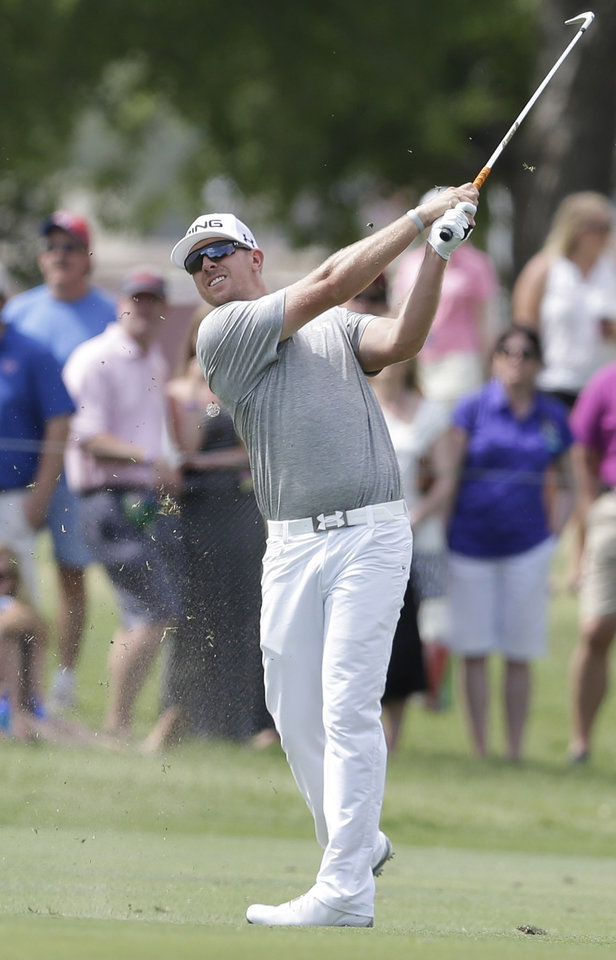 Photo - Hunter Mahan watches his approach shot on the 15th hole during the first round of the PGA Colonial golf tournament in Fort Worth, Texas. Thursday, May 22, 2014. (AP Photo/LM Otero)