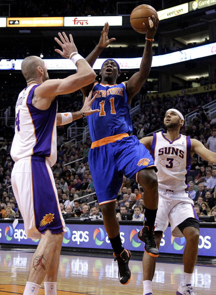 Photo - New York Knicks' Ronnie Brewer (6) shoots over Phoenix Suns' Marcin Gortat, of Poland, during the first half of an NBA basketball game on Wednesday, Dec. 26, 2012, in Phoenix. (AP Photo/Matt York)