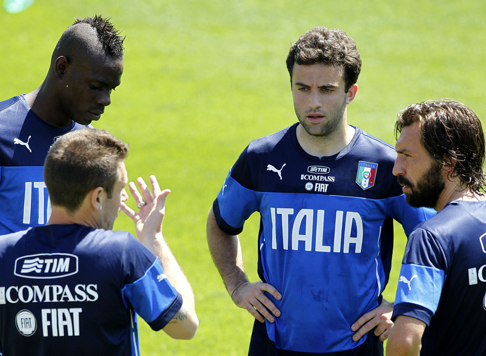 Photo - Italian players from left,  Mario Balotelli, Antonio Cassano, and Giuseppe Rossi and Andrea Pirlo talk during a training session in Coverciano training complex, in Florence, Italy, Tuesday, May 20 , 2014. The Azzurri will train for three days this week then resume full-time preparation next Monday. In Brazil, Italy is in Group D with England, Uruguay and Costa Rica. (AP Photo/Fabrizio Giovannozzi)