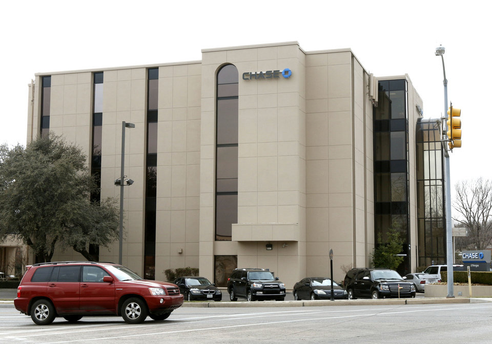 Photo - This is the Chase Bank in Nichols Hills, OK, Monday, February 24, 2014,  Photo by Paul Hellstern, The Oklahoman