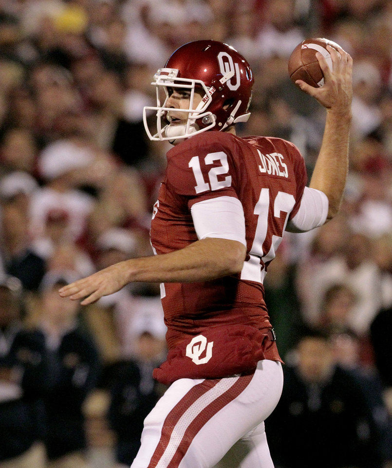 Photo - Oklahoma quarterback Landry Jones (12) throws during the first half of the college football game between the University of Oklahoma Sooners (OU) and the Fighting Irish of Notre Dame (ND) at Gaylord Family-Oklahoma Memorial Stadium in Norman, Okla., on Saturday, Oct. 27, 2012. Photo by Steve Sisney, The Oklahoman