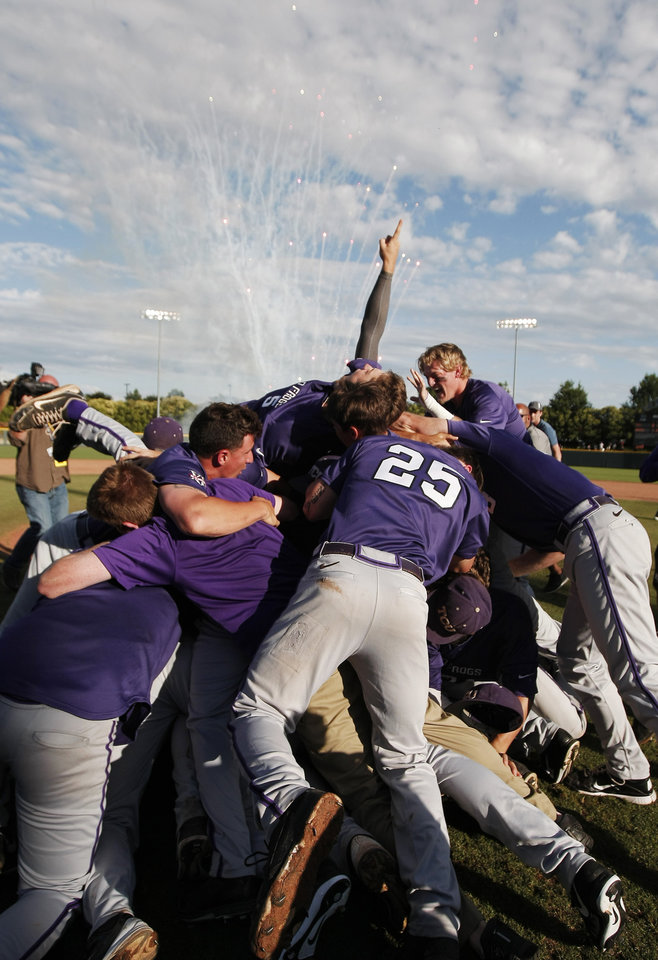 Photo - The TCU mens baseball team celebrate their 6-5 win over Pepperdine in an NCAA college baseball tournament super regional game in Fort Worth, Texas, Monday, June 9, 2014. (AP Photo/Brandon Wade)