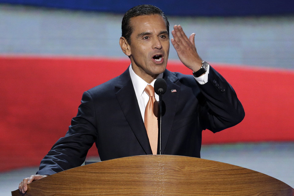 Photo -   Los Angeles Mayor and Democratic Convention Chairman Antonio Villaraigosa blows a kiss to he delegates at the Democratic National Convention in Charlotte, N.C., on Tuesday, Sept. 4, 2012. President Barack Obama may face the voters in two months, but several Democrats are already laying the groundwork for a future White House run. Up-and-coming Democratic stars like Maryland Gov. Martin O'Malley, Virginia Sen. Mark Warner, Booker and others, including Villaraigosa, are making the rounds before state delegations and at private events surrounding the Democratic National Convention in Charlotte. (AP Photo/J. Scott Applewhite)