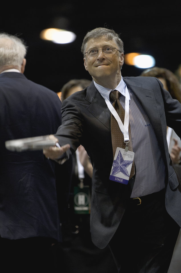 Photo -   Bill Gates, a director with Berkshire Hathaway, tosses a newspaper during a newspaper tossing competition in Omaha, Neb., Saturday, May 5, 2012. Berkshire Hathaway is holding it's annual shareholders meeting this weekend. (AP Photo/Nati Harnik)