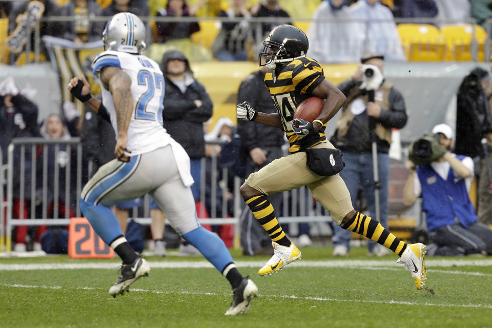 Photo - Pittsburgh Steelers wide receiver Antonio Brown (84), right, runs towards the end zone as Detroit Lions strong safety Glover Quin (27) chases after him in the first quarter of an NFL football game in Pittsburgh, Sunday, Nov. 17, 2013. (AP Photo/Gene J. Puskar)