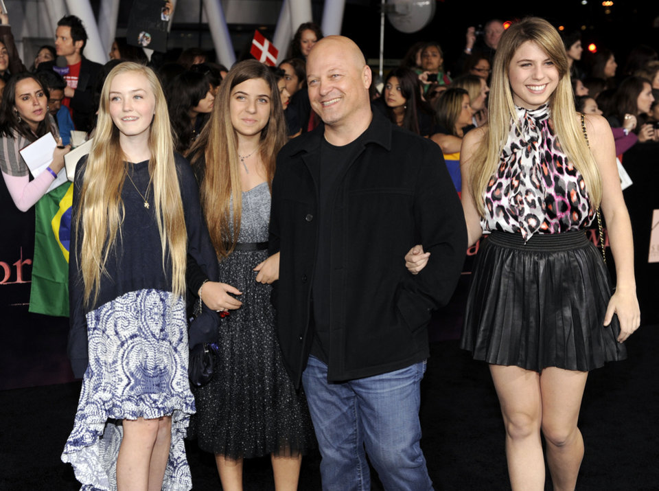 "Michael Chiklis and guests arrive at the world premiere of ""The Twilight Saga: Breaking Dawn - Part 1"" on Monday, Nov. 14, 2011, in Los Angeles. (AP Photo/Chris Pizzello) ORG XMIT: CASH209"