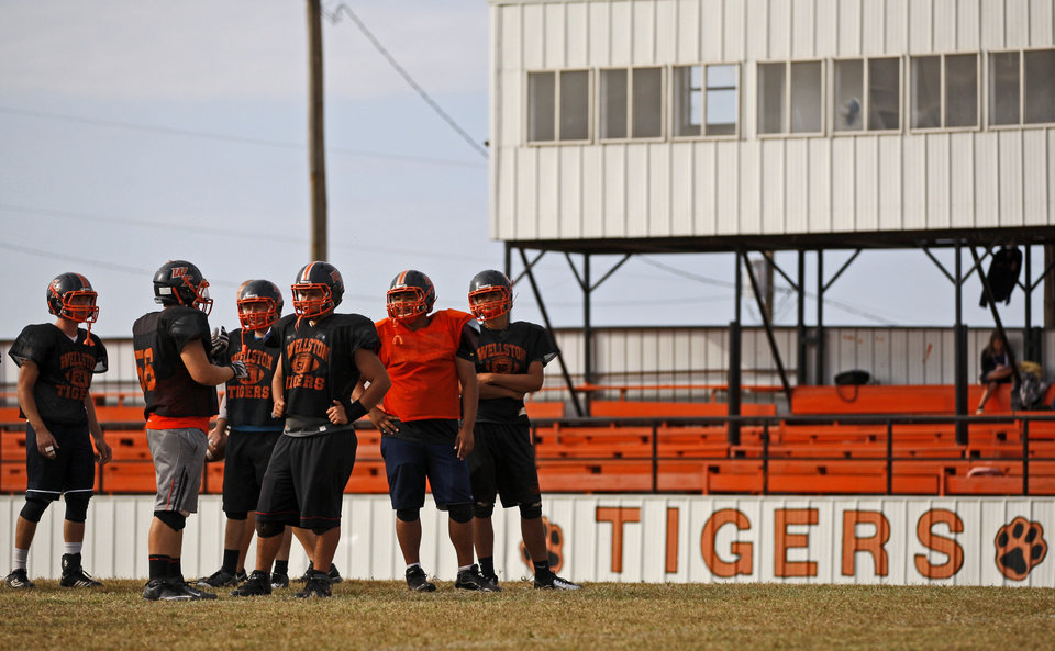 HIGH SCHOOL FOOTBALL: Wellston football players wait for the play during practice on Wednesday, October 10, 2012. Photo by Bryan Terry, The Oklahoman