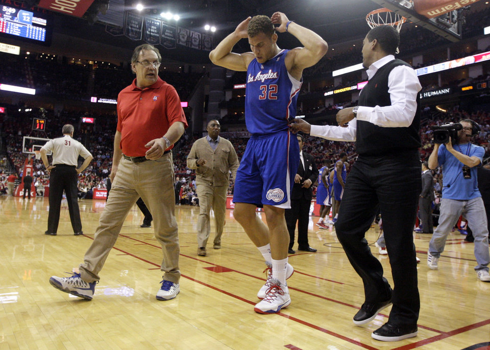 Photo - Los Angeles Clippers forward Blake Griffin (32) leaves the court during the first quarter of an NBA basketball game against the Houston Rockets, Saturday, March 29, 2013, in Houston. Griffin is doubtful to return against the Rockets after he left with lower back spasms. (AP Photo/Patric Schneider)