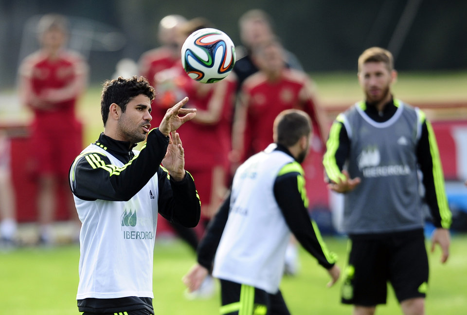 Photo - CORRECTS SPELLING OF COSTA - Spain's Diego Costa throws the ball during a training session at the Atletico Paranaense training center in Curitiba, Brazil, Monday, June 9, 2014. Spain will play in group B of the Brazil 2014 World Cup. (AP Photo/Manu Fernandez)