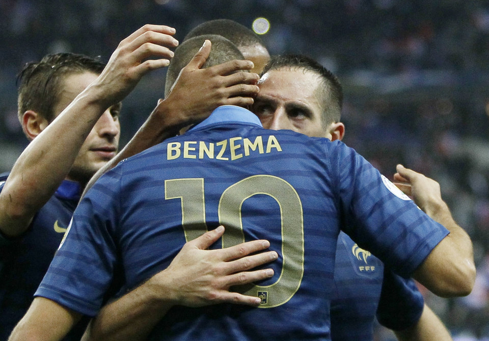 Photo - France's Karim Benzema is congratulated by Franck Ribery, right, and other teammates after scoring as France plays Finland during their 2014 World Cup Group I qualifying soccer match  at the Stade de France stadium in Saint Denis, north of Paris, France, Tuesday, Oct. 15, 2013. France won3-0. (AP Photo/Francois Mori)