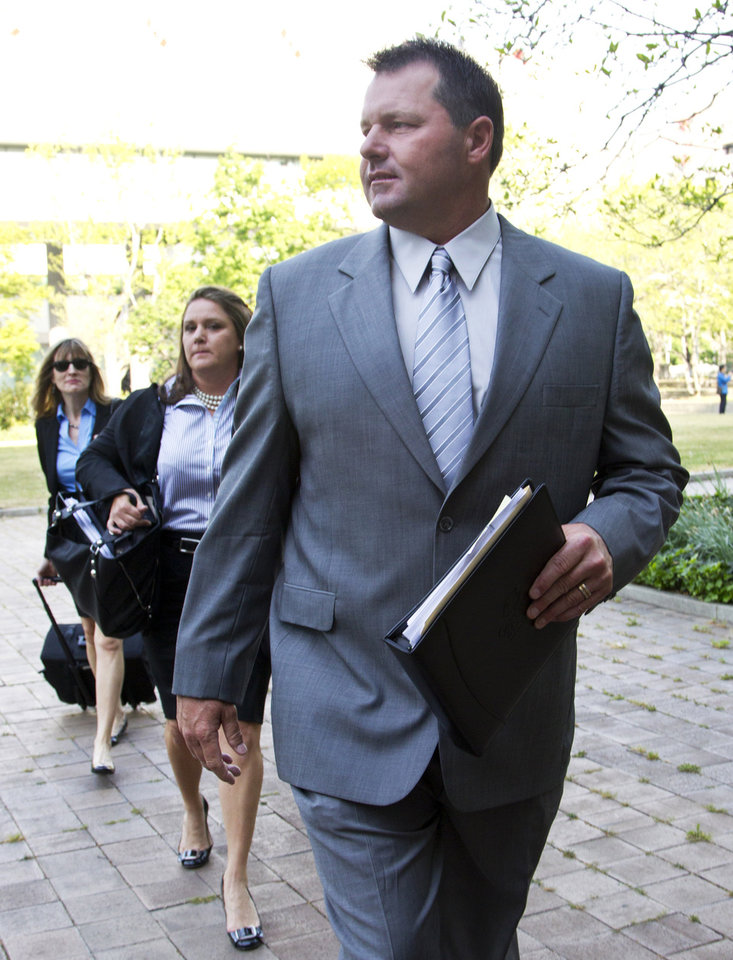 Photo -   Former Major League Baseball pitcher Roger Clemens arrives at federal court in Washington in Washington, Monday, April 16, 2012, for jury selection in the perjury trial on charges that he lied when he told Congress he never used steroids and human growth hormone. (AP Photo/Manuel Balce Ceneta)