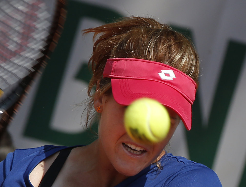 Photo - Spain's Maria-Teresa Torro-Flor returns the ball during the third round match of the French Open tennis tournament against Romania's Simona Halep at the Roland Garros stadium, in Paris, France, Saturday, May 31, 2014. (AP Photo/Michel Euler)