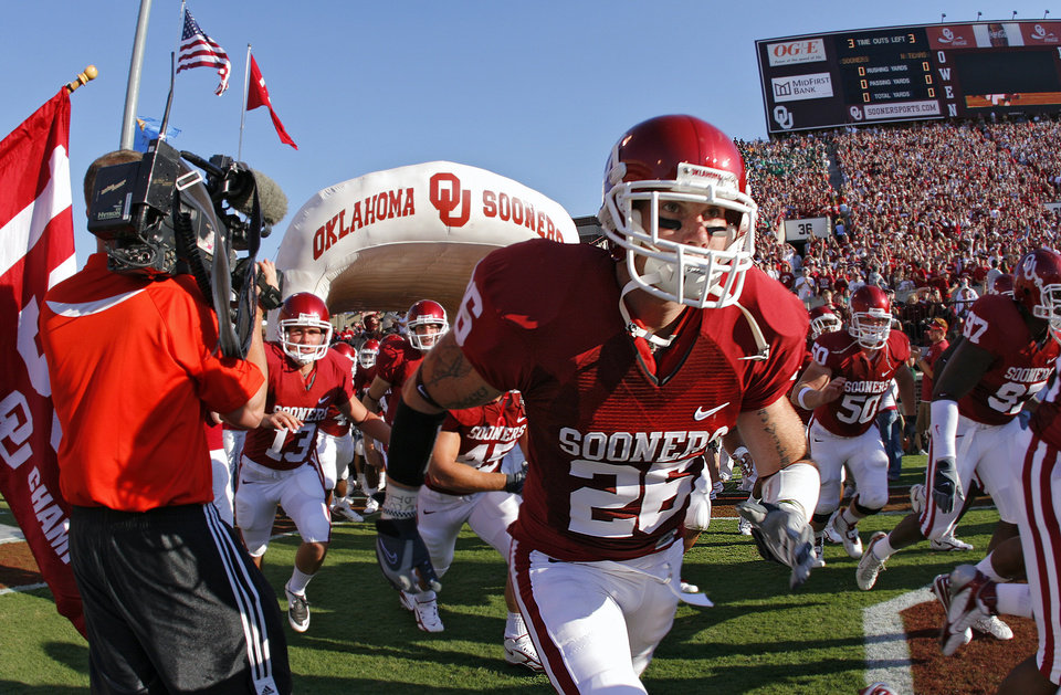 Photo - Oklahoma's Brett Bowers (26) and the rest of the Sooners takes the field before the start of the University of Oklahoma Sooners (OU) college football game against the University of North Texas Mean Green (UNT) at the Gaylord Family - Oklahoma Memorial Stadium, on Saturday, Sept. 1, 2007, in Norman, Okla.