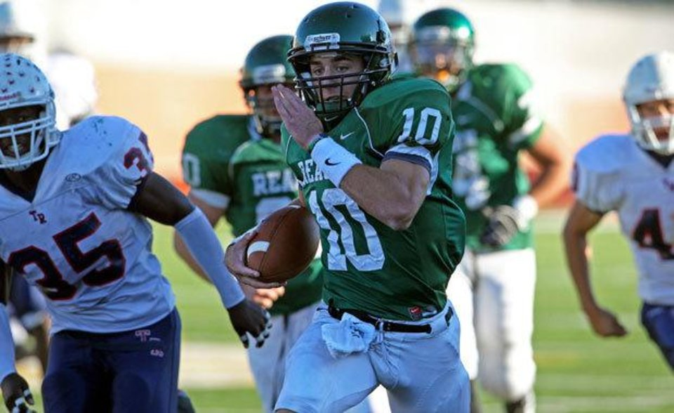 Photo - Reagan quarterback Trevor Knight takes off on a long touchdown run in the fourth quarter as Roosevelt plays Reagan at Heroes Stadium on Nov. 6, 2010.  Tom Reel/San Antonio Express-News