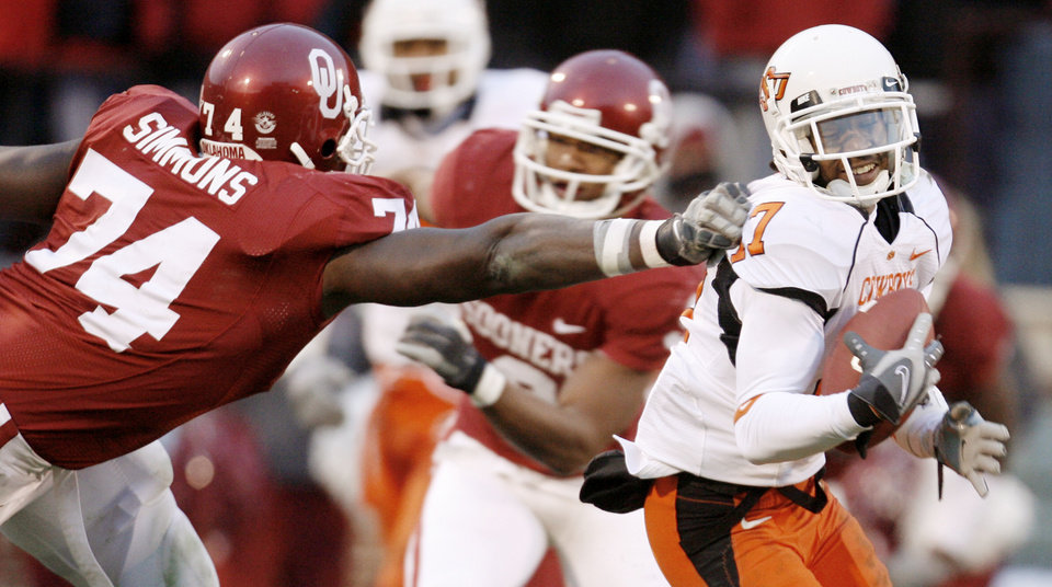Photo - Jacob Lacey of OSU gets by Brian Simmons of OU aftr Lacey intercepted a Sam Bradford pass during the second half of the college football game between the University of Oklahoma Sooners (OU) and the Oklahoma State University Cowboys (OSU) at the Gaylord Family-Memorial Stadium on Saturday, Nov. 24, 2007, in Norman, Okla.  Photo By Bryan Terry, The Oklahoman