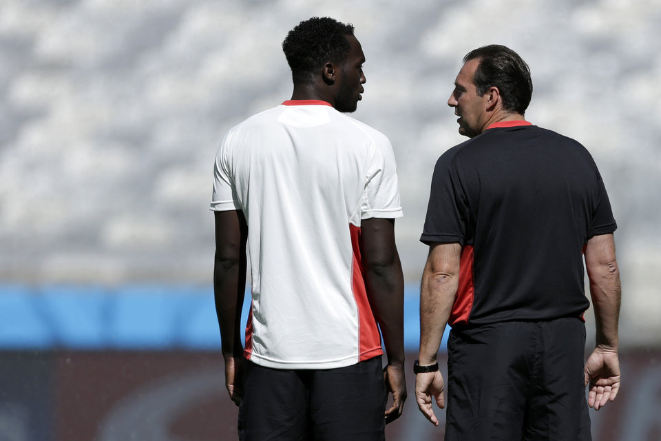 Photo - Belgium's Romelu Lukaku and head coach Marc Wilmots talk at the start of a training session at the Mineirao Stadium in Belo Horizonte, Brazil, Monday, June 16, 2014. Belgium will play in group H of the Brazil 2014 soccer World Cup. (AP Photo/Bruno Magalhaes)