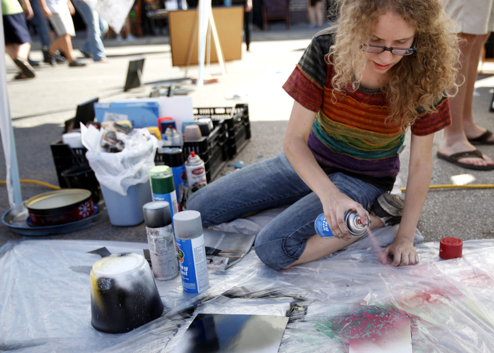 Leslie Fast paints during the 2011 Plaza District Festival in Oklahoma City. Photo by Sarah Phipps, The Oklahoman Archives <strong>SARAH PHIPPS - SARAH PHIPPS</strong>