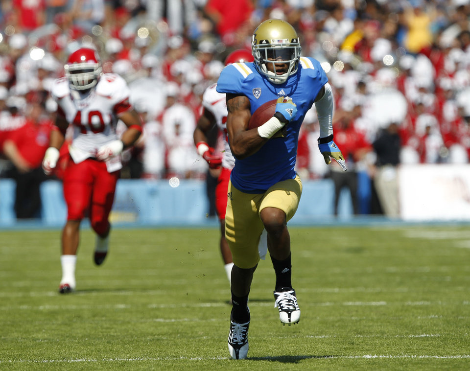 Photo -   UCLA wide receiver Shaquelle Evans, right, races for a 64-yard touchdown run after a catch, as Utah defensive end Jacoby Hale, left, pursues during the first half of their NCAA college football game, Saturday, Oct. 13, 2012, in Pasadena, Calif. (AP Photo/Alex Gallardo)