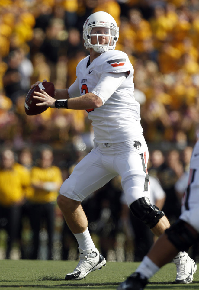 Photo - Oklahoma State quarterback Brandon Weeden drops back to throw a 13-yard touchdown pass to Joseph Randle during the first half of an NCAA college football game against Missouri, Saturday, Oct. 22, 2011, in Columbia, Mo. (AP Photo/Jeff Roberson)