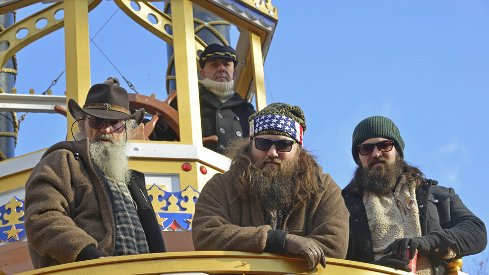 Duck dynasty family to sponsor bowl game nascar race article