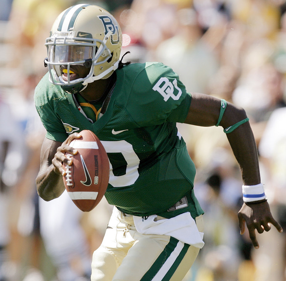Photo - Baylor's Robert Griffin scrambles in the first half during the college football game between Oklahoma (OU) and Baylor University at Floyd Casey Stadium in Waco, Texas, Saturday, October 4, 2008.   BY BRYAN TERRY, THE OKLAHOMAN