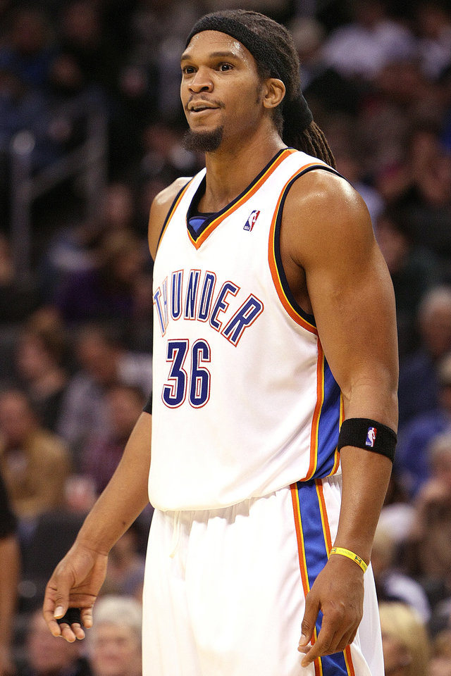 Photo - OKLAHOMA CITY THUNDER / PORTLAND TRAIL BLAZERS / NBA BASKETBALL  Oklahoma City Thunder center Etan Thomas during the Thunder - Portland game November 1, 2009 in the Ford Center in Oklahoma City.    BY HUGH SCOTT, THE OKLAHOMAN ORG XMIT: KOD