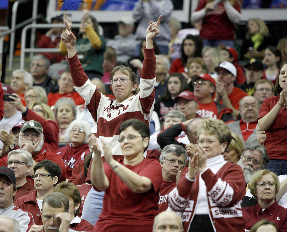Photo - OU fans cheer during the Sweet 16 round of the NCAA women's  basketball tournament in Kansas City, Mo., on Sunday, March 28, 2010. 