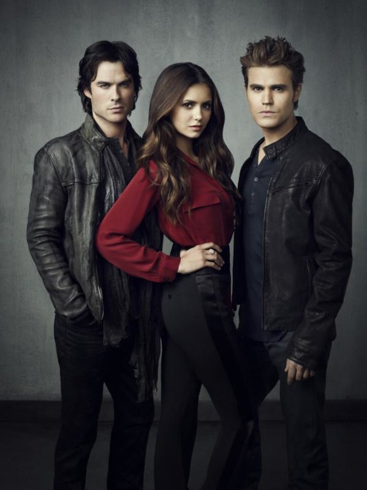 THE VAMPIRE DIARIES Pictured (L-R): Ian Somerhalder as Damon, Nina Dobrev as Elena, and Paul Wesley as Stefan. Image Number: VD4_3Shot_Grey_3174rb.jpg. Photo Credit: Justin Stephens/The CW. © 2012 The CW Network, LLC. All rights reserved.
