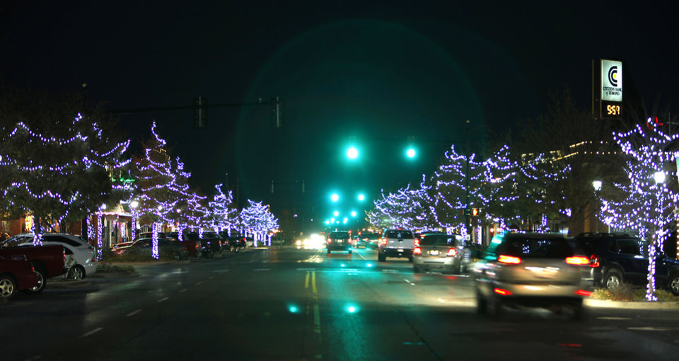 Edmond spent almost $43,000 to replace the city's Christmas lights and have the decorations installed this holiday season. PHOTO BY DAVID MCDANIEL, THE OKLAHOMAN. <strong>David McDaniel - THE OKLAHOMAN</strong>