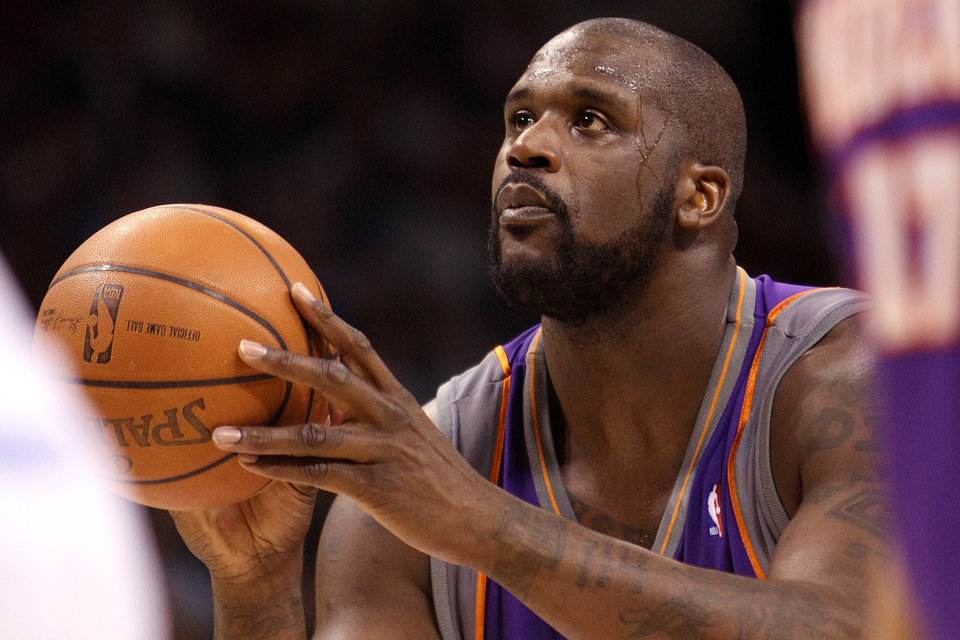 Photo - OKLAHOMA CITY THUNDER NBA BASKETBALL: Phoenix Suns center Shaquille O'Neal shoots a free throw during the Thunder - Suns game December 29, 2008 in Oklahoma City.    BY HUGH SCOTT, THE OKLAHOMAN ORG XMIT: KOD