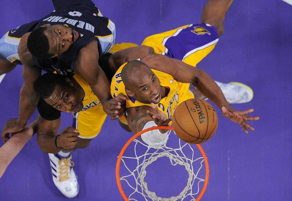 Los Angeles Lakers guard Kobe Bryant, right, puts up a shot as Memphis Grizzlies guard Tony Allen, top left, defends and center Dwight Howard looks on during the first half of their NBA basketball game, Friday, April 5, 2013, in Los Angeles. (AP Photo/Mark J. Terrill)