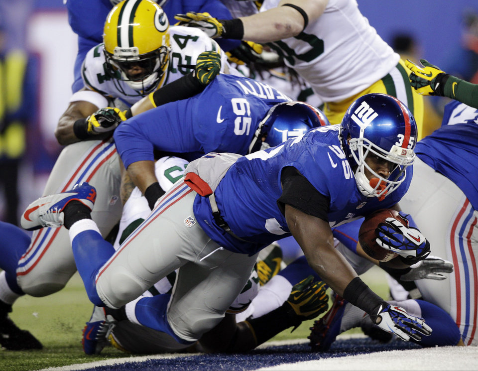 New York Giants' Andre Brown (35) dives for a touchdown during the first half of an NFL football game against the Green Bay Packers, Sunday, Nov. 25, 2012, in East Rutherford, N.J. (AP Photo/Kathy Willens)