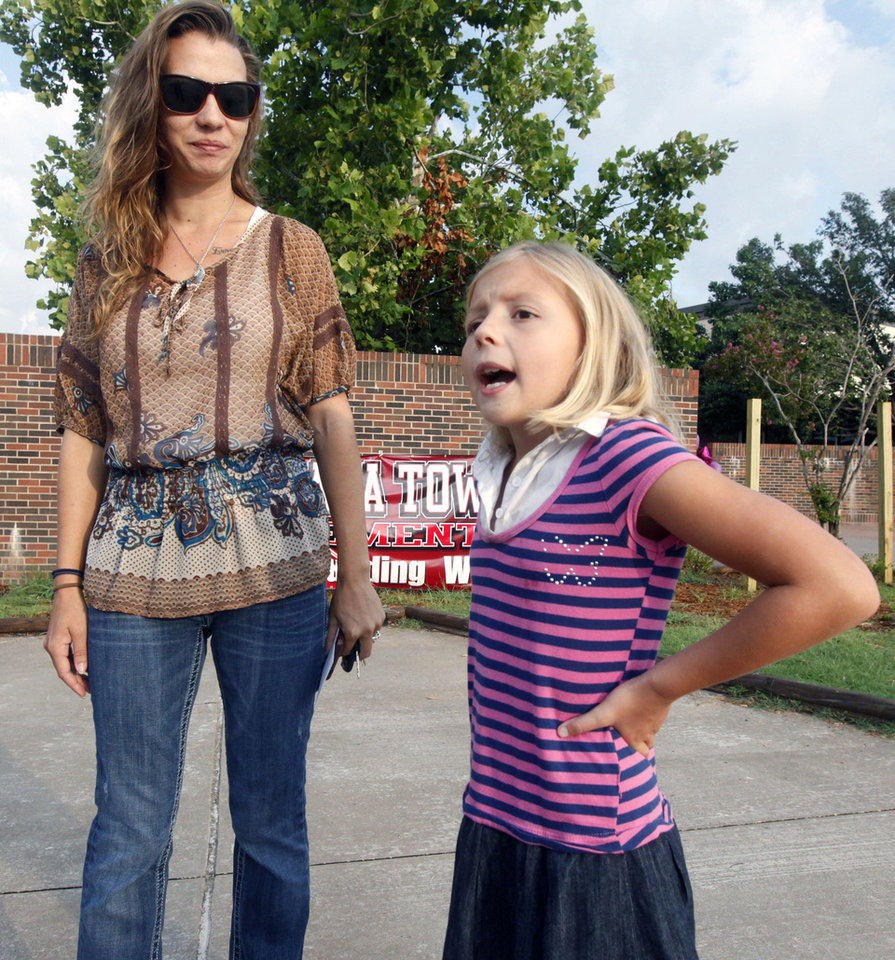 Photo - Amy Shipman and her 7-year-old daughter, Kenzi, arrive early as Plaza Towers Elementary School students begin their first day of classes Friday in their temporary location at Central Junior High in Moore.  Photo by Paul Hellstern, The Oklahoman  PAUL HELLSTERN - Oklahoman