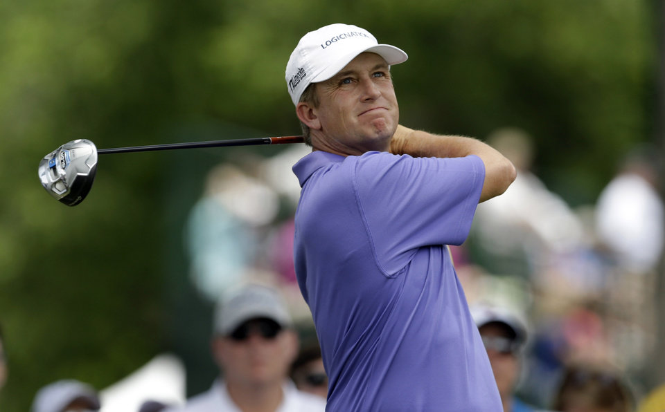 Photo - David Toms watches his tee shot on the third hole during the final round of the PGA Colonial golf tournament in Fort Worth, Texas, Sunday, May 25, 2014. (AP Photo/LM Otero)