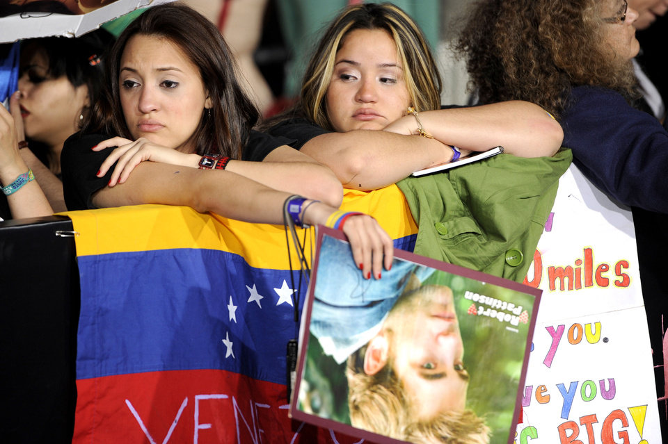 "Fans from Venezuela, Roxanna Castillo, right, and Cristyn Albarran, are seen at the world premiere of ""The Twilight Saga: Breaking Dawn - Part 1"" on Monday, Nov. 14, 2011, in Los Angeles. (AP Photo/Chris Pizzello) ORG XMIT: CASH201"