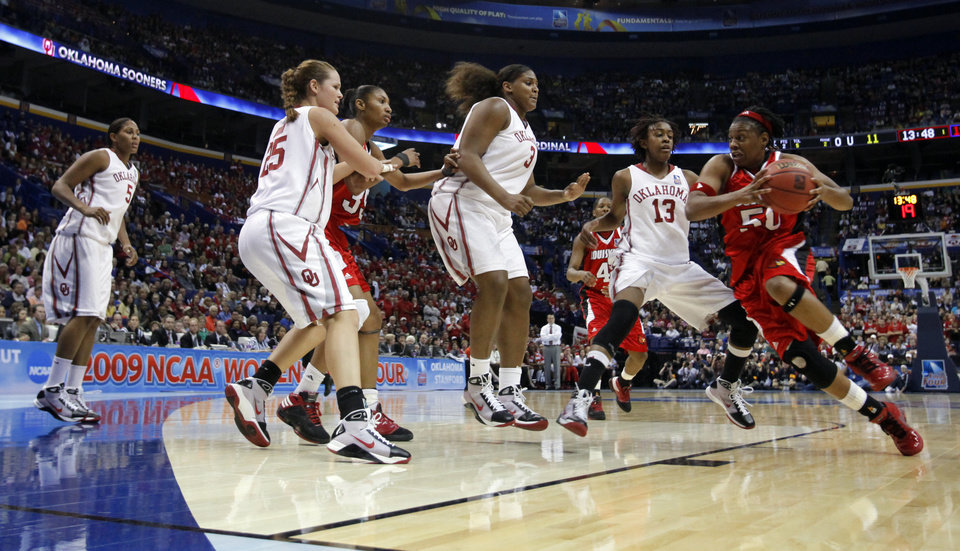Photo - Deseree' Byrd drives in the first half as the University of Oklahoma plays Louisville at the 2009 NCAA women's basketball tournament Final Four in the Scottrade Center in Saint Louis, Missouri on Sunday, April 5, 2009. 